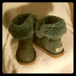 Ugg boots size 5 Army green